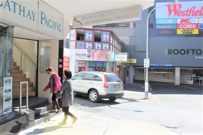 MODERN SHOP WITH EXTENSIVE FRONTAGE!