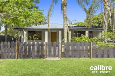 Cute Home in Wonderful Mitchelton Area. Parks Nearby. Walk to Cafe Precinct and Train Station.