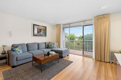 Modern light filled two bedroom apartment in excellent location