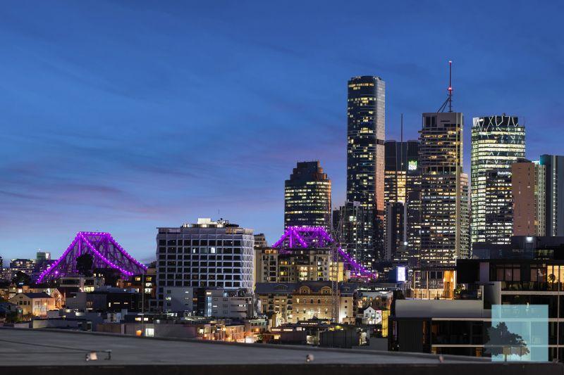 Top Floor, City Views, Rooftop Pool..>