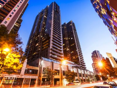 Melbourne Tower: Light Filled Three Bedroom Apartment High up on 28th Floor!
