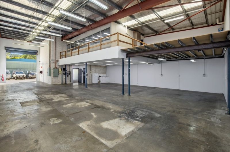 PREMIUM WAREHOUSE / OFFICE IN SOUGHT AFTER COMPLEX