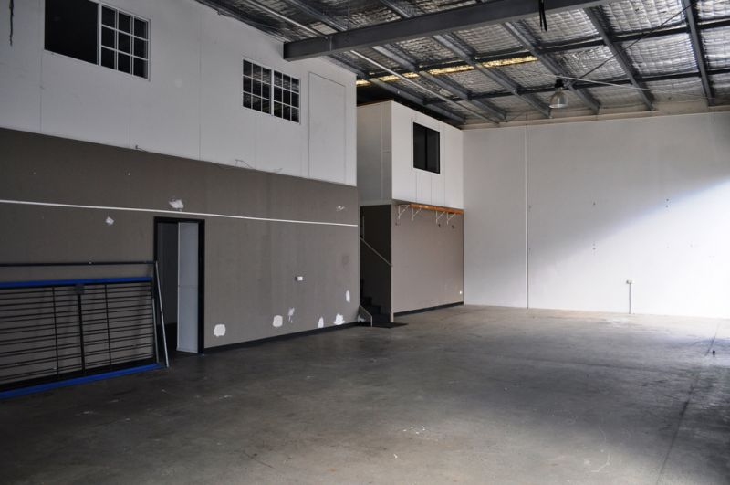 185m2 Front Factory Ashmore - Hard to find