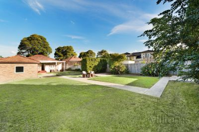 Timeless elegance with idyllic north facing gardens