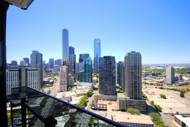 Mainpoint: 31st Floor - Don't Wait To Inspect This Gorgeous Property!