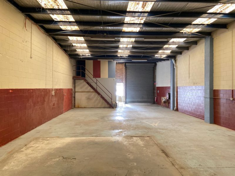WAREHOUSE WITH HAMMOND ROAD FRONTAGE!