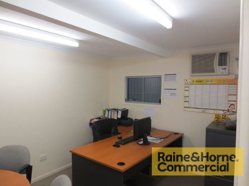 385sqm Front showroom/Warehouse with Excellent Exposure