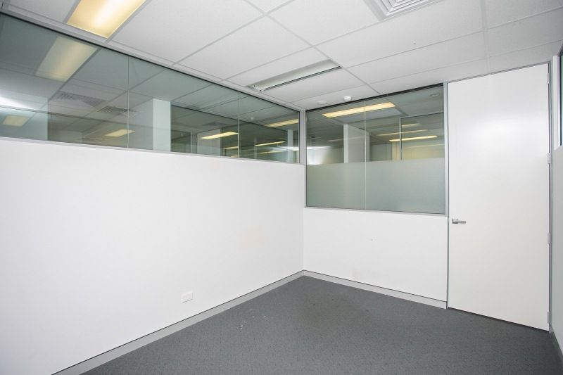 FULLY PARTITIONED OFFICES