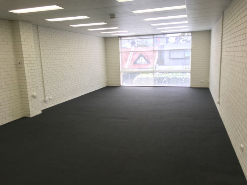 AFFORDABLE FIRST FLOOR OFFICE IN IDEAL LOCATION!