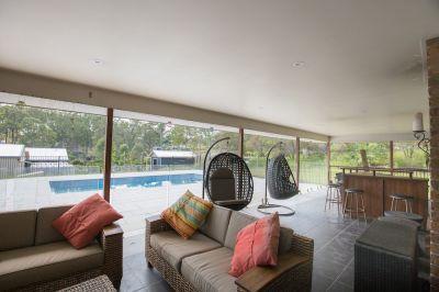 LARGE 5 BEDROOM BRICK HOME + 2 LIVING AREAS + INGROUND POOL ON 6000M2