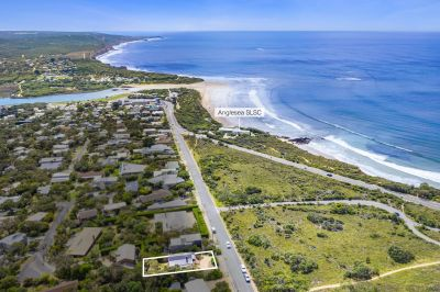 A CLASSIC COTTAGE JUST 350M FROM THE SURF CLUB!