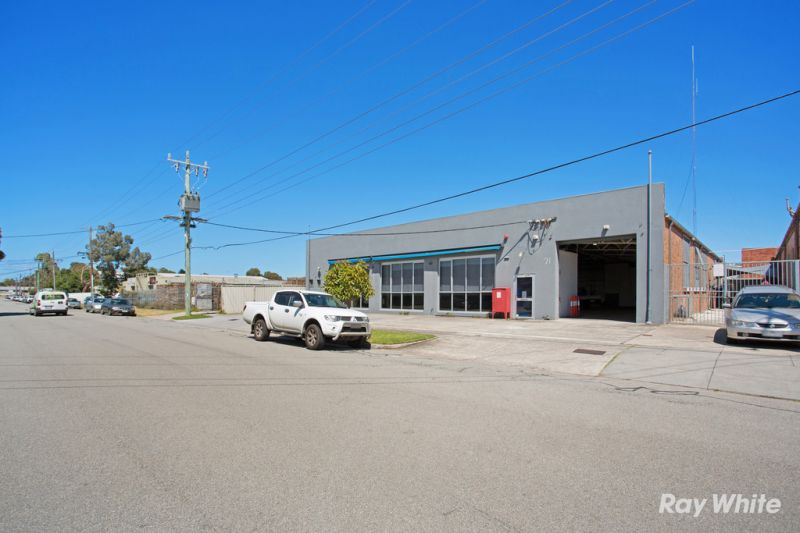 Free-standing Office / Warehouse with the lot – Occupy or Invest!