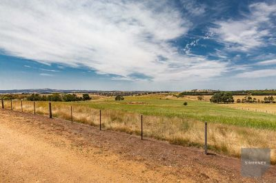 ACREAGE CLOSE TO TOWN