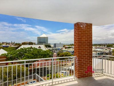 A QUALITY AND SECURE APARTMENT WITH STUNNING WATER AND CBD VIEWS!
