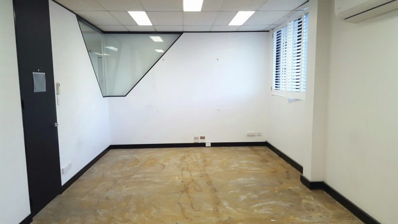 Full Floor Plate with Unlimited Potential - High Exposure Location