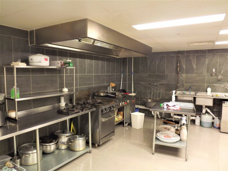 FULLY FITTED RESTAURANT IN BUSY COMMUNITY CENTRE (BUSINESS ONLY)