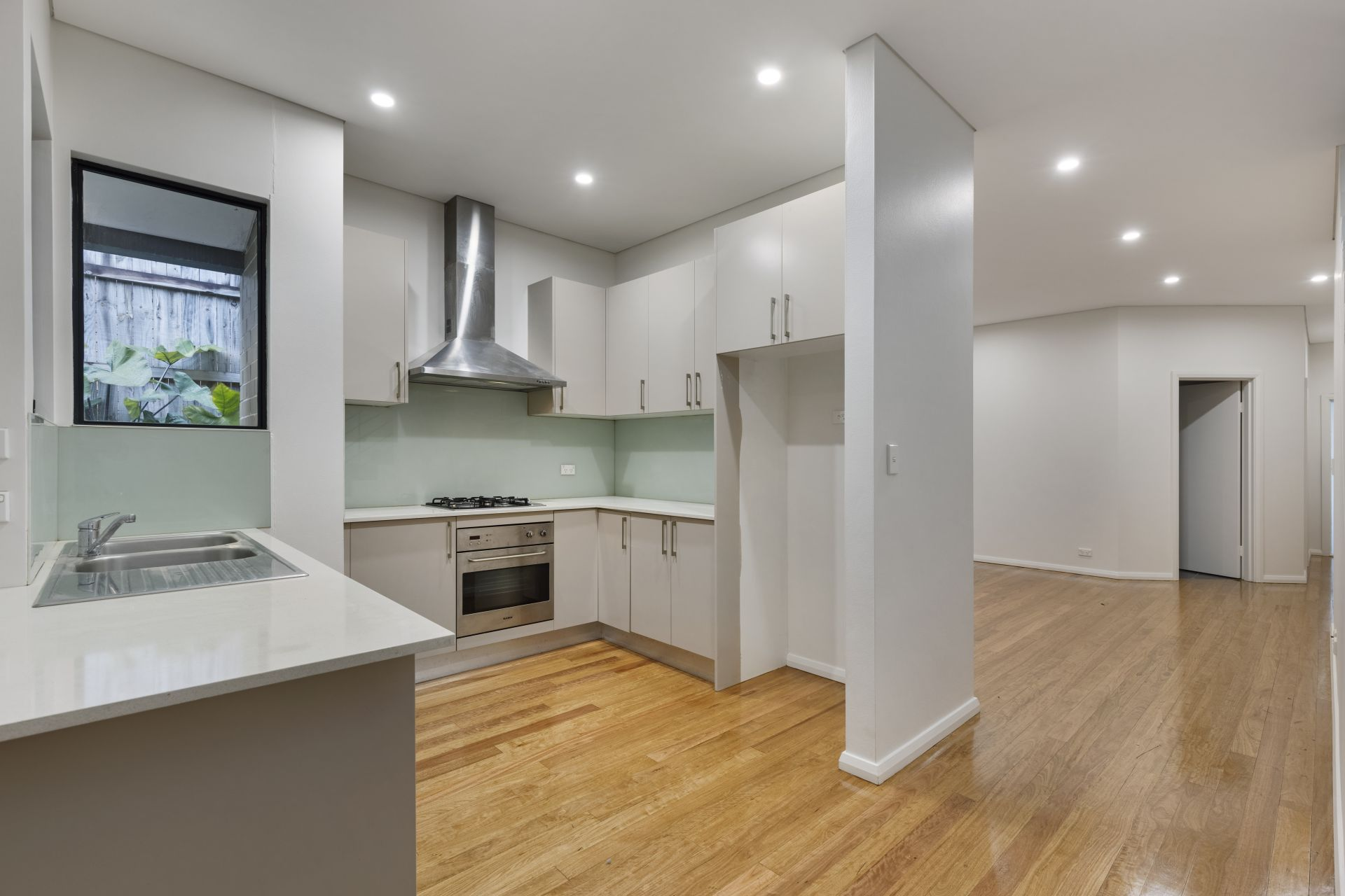 2/15 Blackwall Point Road, Chiswick