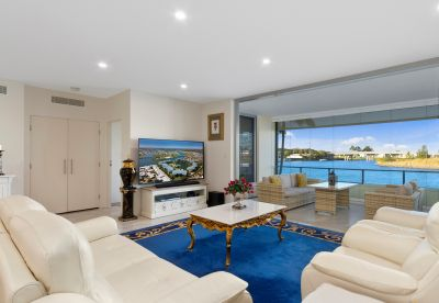 Spectacular Views & Finishes in this Luxury Apartment
