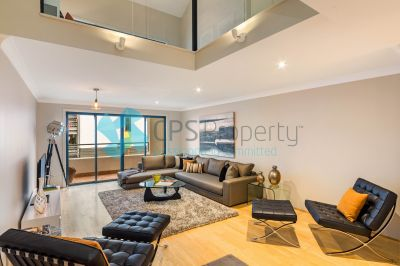 STUNNING TRI-LEVEL TOWNHOUSE IN PRESTIGE WAREHOUSE CONVERSION *** INSPECTION & AUCTION CANCELLED ***