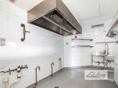 FULLY FITTED COMMERCIAL KITCHEN ON OXFORD STREET!