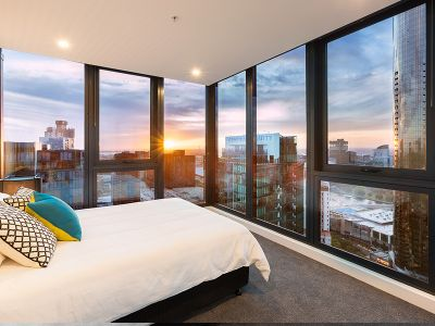 Southbank Grand, 35th floor - Light filled NEAR NEW 3 Bedroom, 2 Bathroom with Sunset Views!