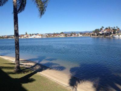 Waterfront Villa - Stroll to Pacific Fair!