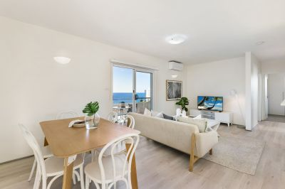 Luxurious, Light Filled Apartment with Expansive Ocean Views