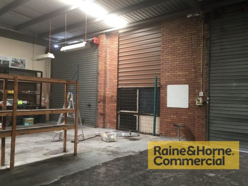 216sqm Affordable Front Industrial Unit with Two Roller Doors