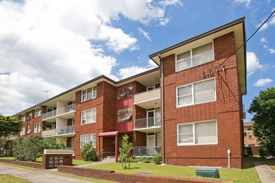 Two Bedroom Unit with Parking in the Heart of Eastlakes