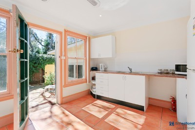 Bright and Sunny One Bedroom Unit