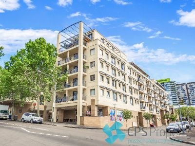 STYLISHLY UPDATED EXECUTIVE RESIDENCE LOCATED IN PRIME PYRMONT POSITION
