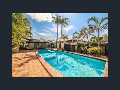 Renovated Home in Runaway Bay with a Pool!!
