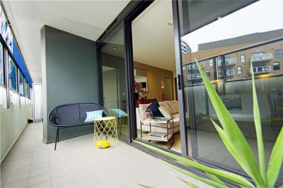 Victoria Point: Modern and Bright Victoria Point Pad Near Etihad Stadium!