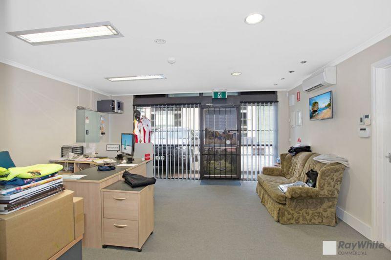 CLEAN MODERN OFFICE/WAREHOUSE