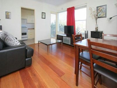 ON THE EDGE OF MOSMAN VILLAGE. FURNISHED (SHORT OR LONG TERM) QUIET LOCATION, NEAR TRANSPORT. UNDER COVER PARKING.