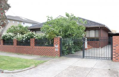 4 Bedroom Family Home with Parkland Views!