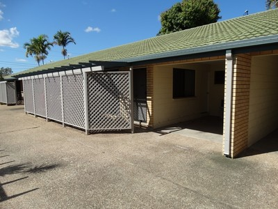 Neat & Tidy Freshly Painted 2 Bedroom Unit