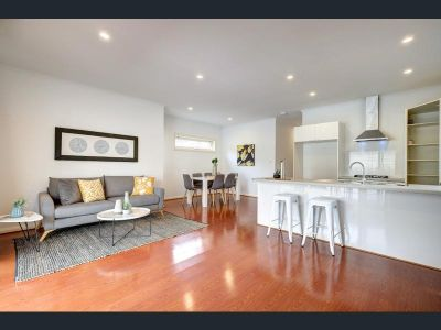 Spacious 4 bedrooms & 2bath Modern House, Comfy & Handy Location