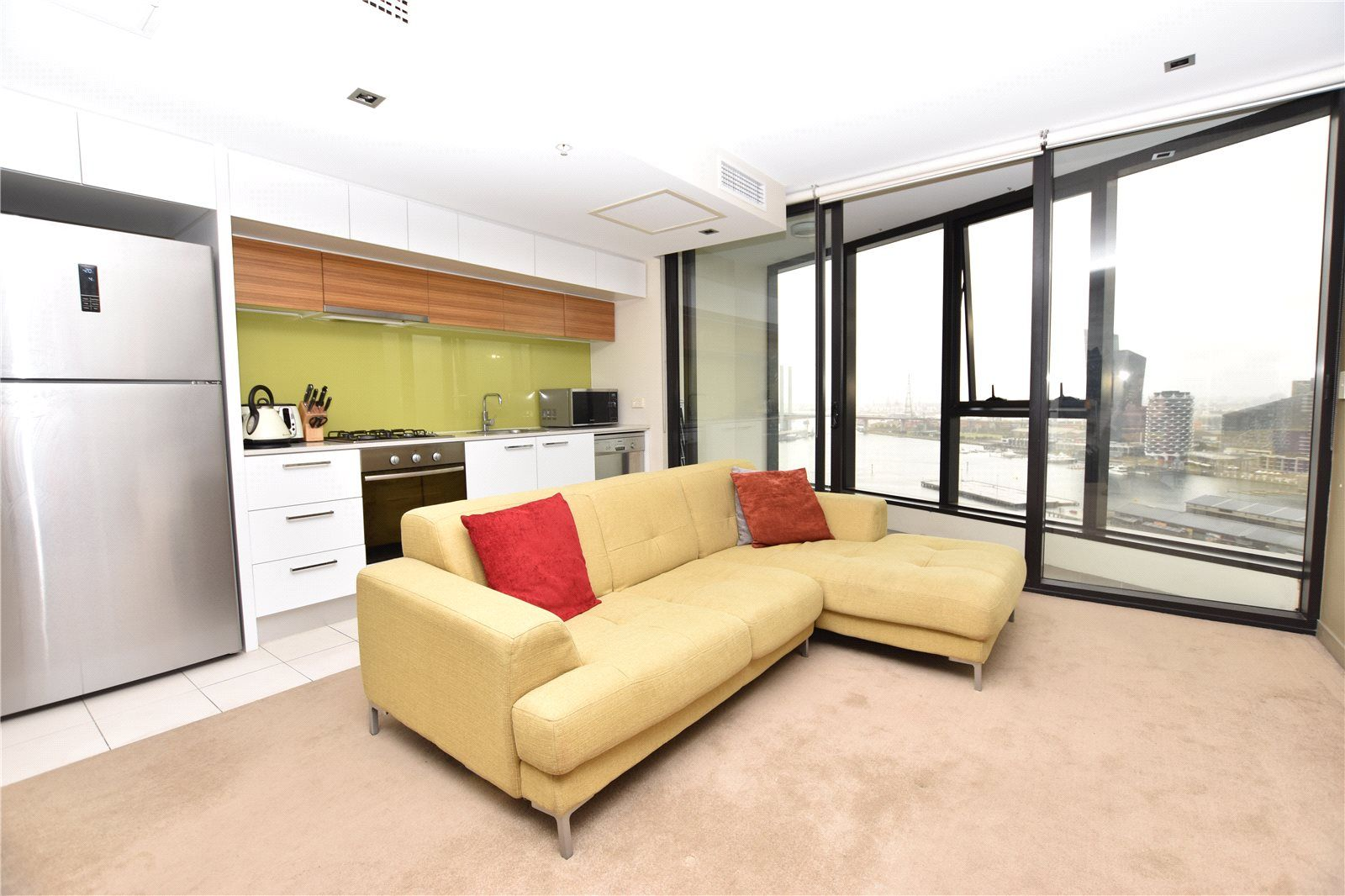 Victoria Point 1: Furnished One Bedroom In The Heart Of Docklands!