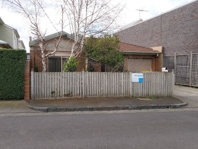RIGHT IN THE HEART OF WILLIAMSTOWN, A TWO BEDROOM BEAUTY