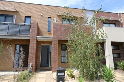 Quality townhouse in a fantastic neighbourhood opposite parkland