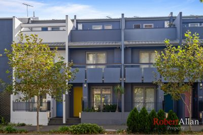 Contemporary Living in 3 level Terrace; Great Location!