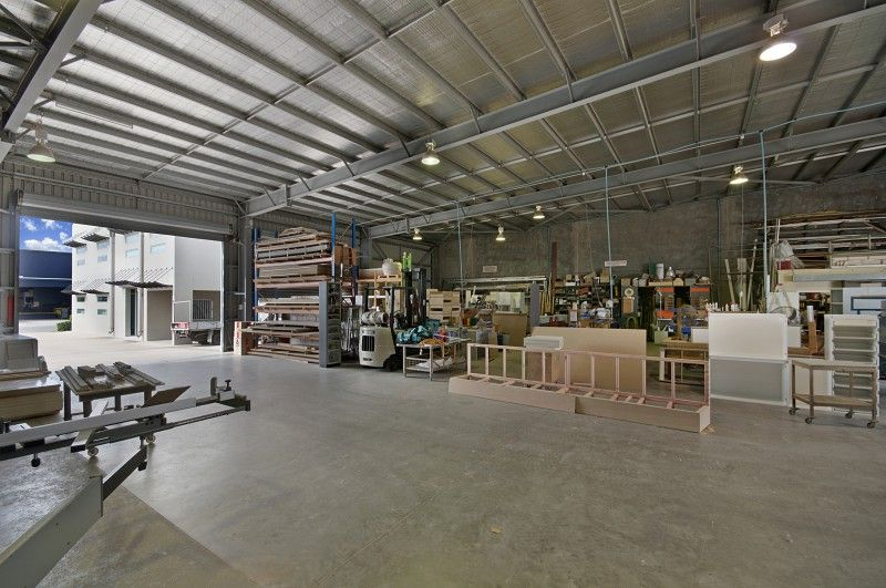 Modern, quality office & warehouse / workshop facility