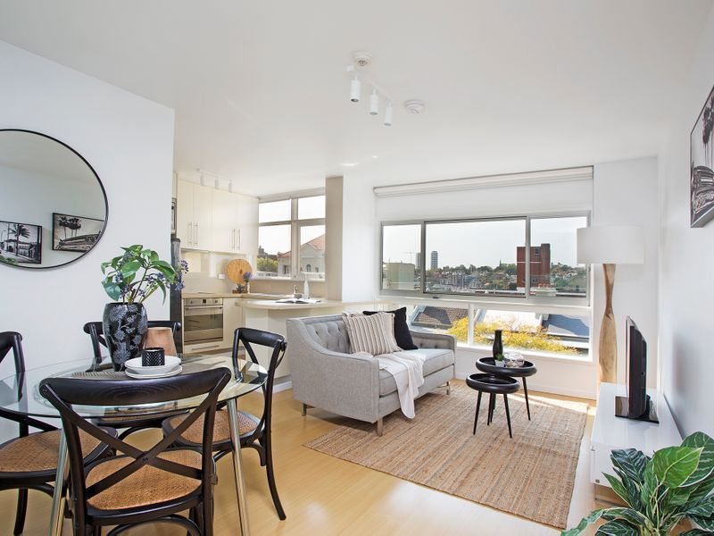 MODERN SUNNY ONE BEDROOM APARTMENT IN PRIME LOCATION