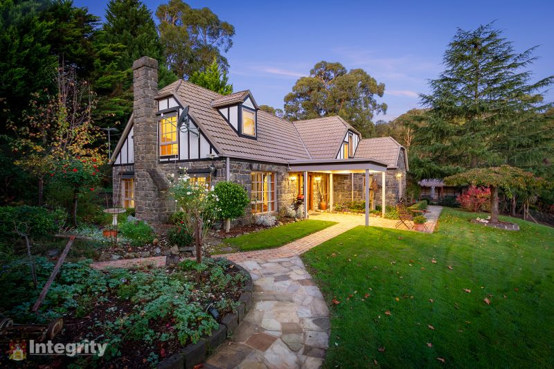 Live the Dream on 6 Acres (approx.)