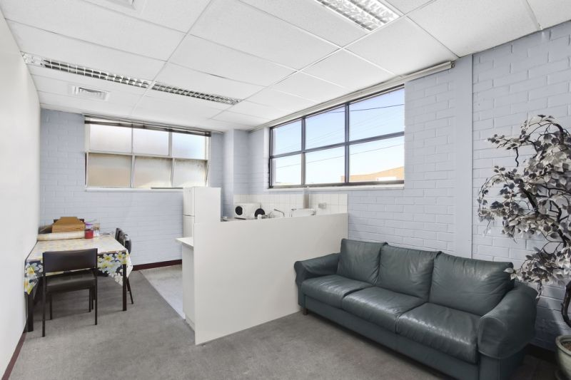 OFFICE/WAREHOUSE IN SOUGHT AFTER INDUSTRIAL HUB