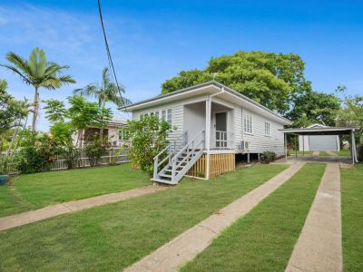 RENOVATED 3 BEDROOM CUTE AS A BUTTON HOME AVAILABLE NOW