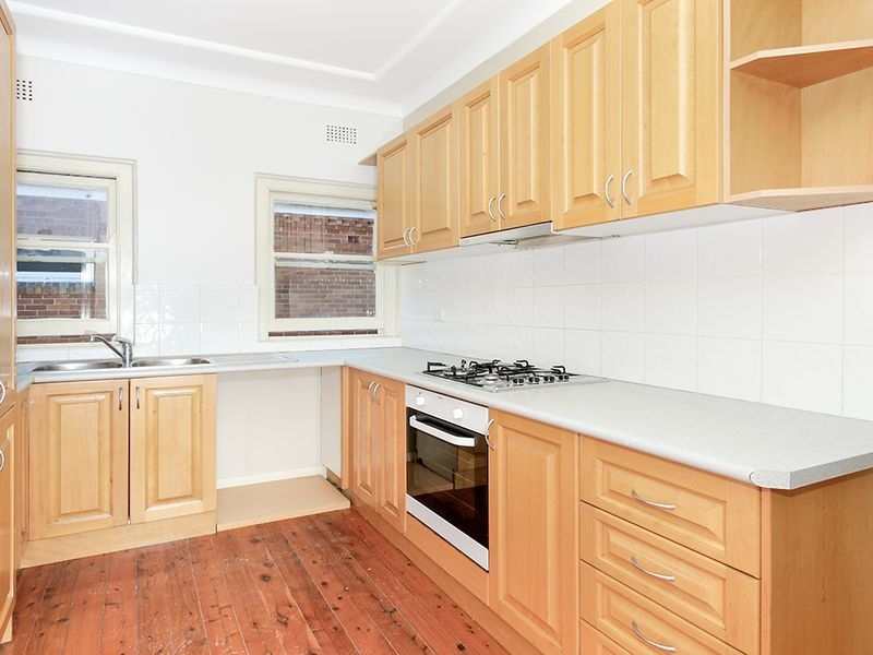 Spacious Upper Duplex With Sun Room...Quit and Convenient Location