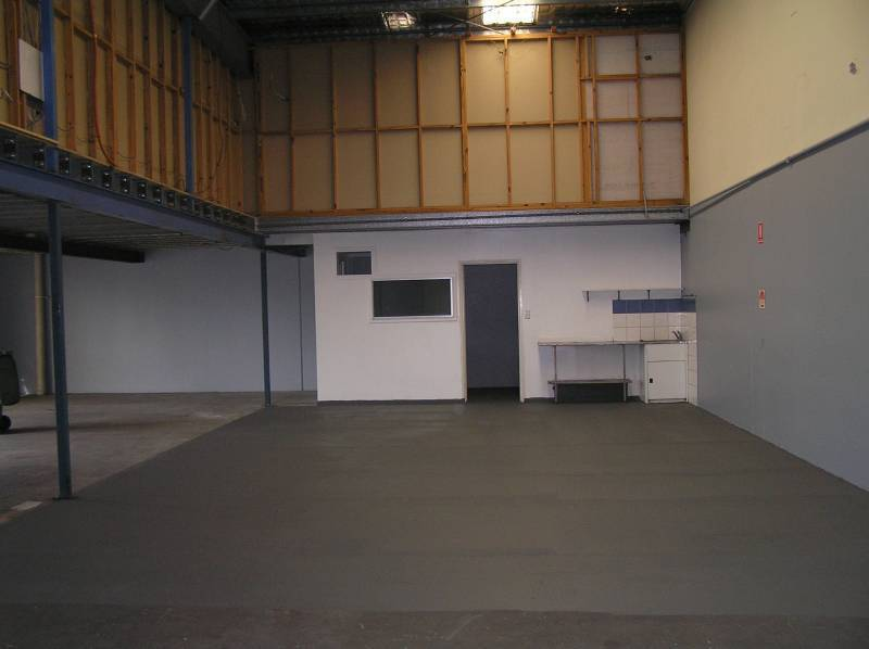 250m2 Front Unit Warehouse