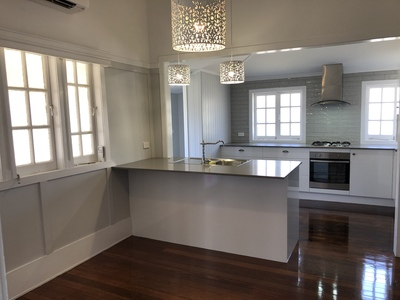 Renovated Queenslander in Ideal Location